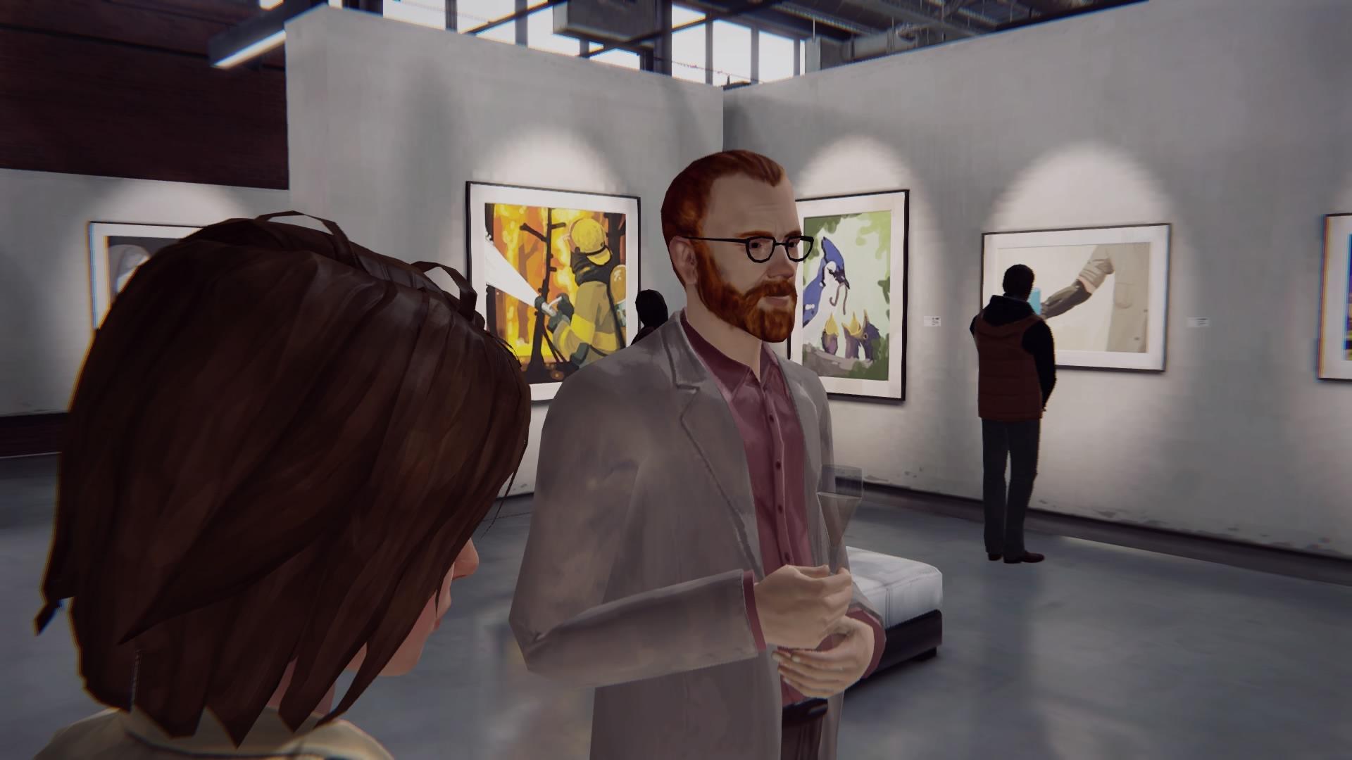 Макс на выставке фотографий в галерее «Дух Времени» (игра Life is Strange)